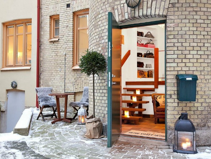 Texture-Diversity- in-a-Retro-Modern-Apartment-11