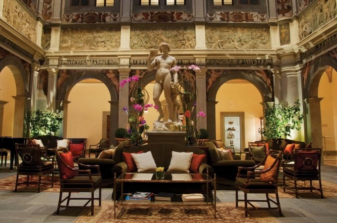 Luxury Hotel Four Seasons Firenze by Pierre-Yves Rochon luxury hotel Four Seasons Firenze Luxury Hotel by Pierre-Yves Rochon resized best interior designers top interior designers pierre yves rochon four seasons firenze
