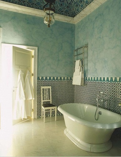 50 Best Interior Design Projects by Jacques Grange jacques grange 50 Best Interior Design Projects by Jacques Grange Best Interior Designers Jacques Grange Interior Design Luxury Interiors A Bathroom in Blue