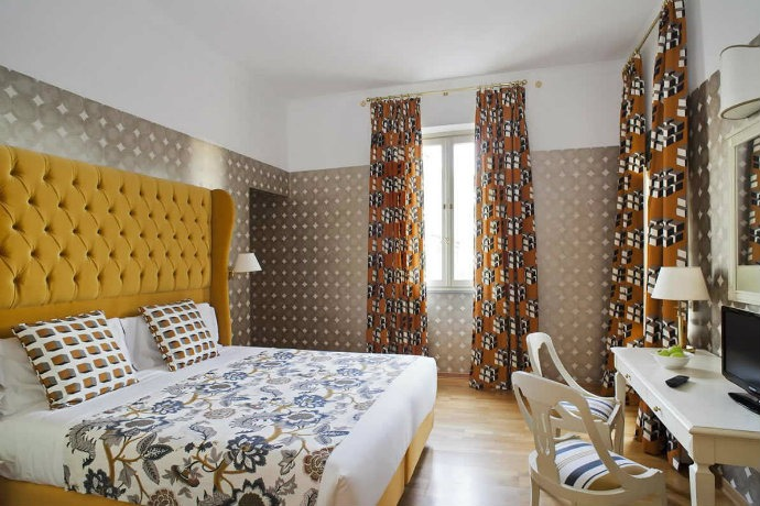 Lorenzo Castillo: Colorful Room Mate Luca in Florencia➤ Discover the season's newest designs and inspirations. Visit us at www.bestinteriordesigners.eu #bestinteriordesigners #topinteriordesigners #bestdesignprojects @BestID