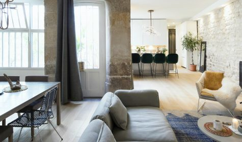 Be Amazed By This Parisian Modern Home Makeover By Studio 10surdix ➤Discover the season's newest designs and inspirations. Visit Best Interior Designers! #bestinteriordesigners #topinteriordesigners #bestdesignprojects #interiordesignideas @BestID
