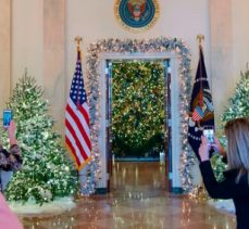 2017 White House Christmas Decorations in Pictures - Melania Trump - Best Interior Designers - Christmas 2017 - White House Christmas Tours 2017 ➤ Discover the season's newest designs and inspirations. Visit Best Interior Designers! #bestinteriordesigners #topinteriordesigners #ChristmasDecorations #Christmas2017 #WhiteHouseChristmas #MelaniaTrump @BestID