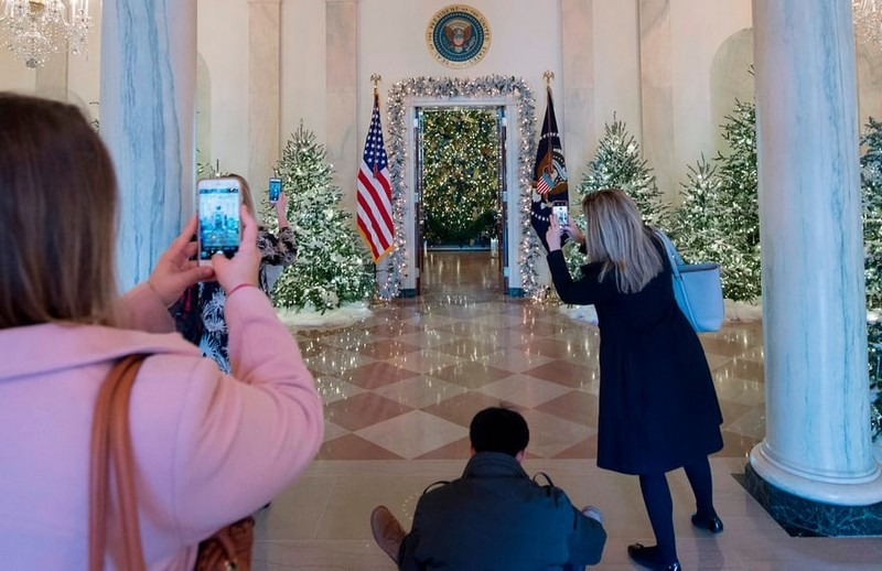 2017 White House Christmas Decorations in Pictures white house christmas decorations Try Out a 360 Holiday Tour at the White House Christmas Decorations Melania Trump Reveals White House Christmas Decorations for This Year Best Interior Designers Christmas 2017 White House Christmas Tours 2017 14