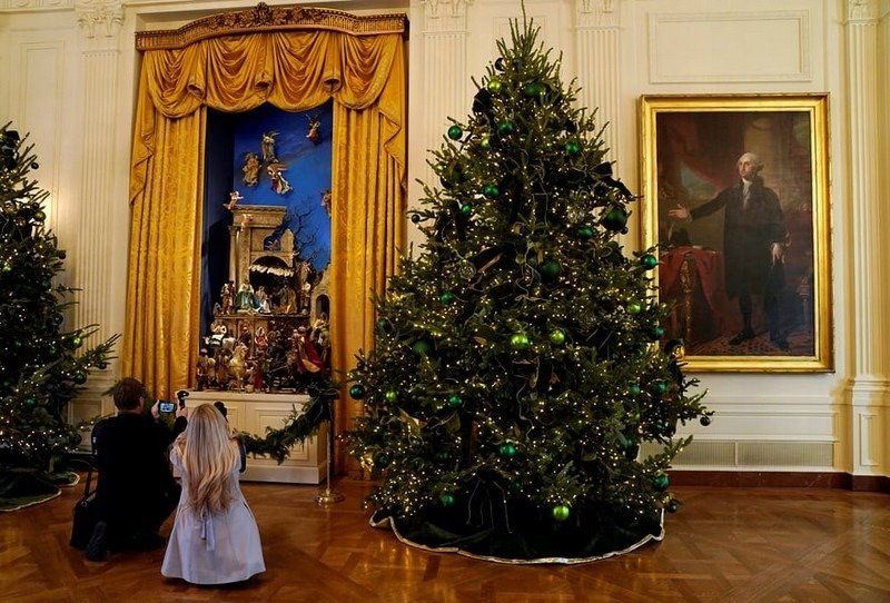 Melania Trump Reveals White House Christmas Decorations for This Year - Best Interior Designers - Christmas 2017 - White House Christmas Tours 2017 ➤ Discover the season's newest designs and inspirations. Visit Best Interior Designers! #bestinteriordesigners #topinteriordesigners #ChristmasDecorations #Christmas2017 #WhiteHouseChristmas #MelaniaTrump @BestID white house christmas decorations Melania Trump Reveals White House Christmas Decorations for This Year Melania Trump Reveals White House Christmas Decorations for This Year Best Interior Designers Christmas 2017 White House Christmas Tours 2017 2