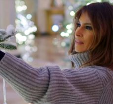 Melania Trump Reveals White House Christmas Decorations for This Year - Best Interior Designers - Christmas 2017 - White House Christmas Tours 2017 ➤ Discover the season's newest designs and inspirations. Visit Best Interior Designers! #bestinteriordesigners #topinteriordesigners #ChristmasDecorations #Christmas2017 #WhiteHouseChristmas #MelaniaTrump @BestID