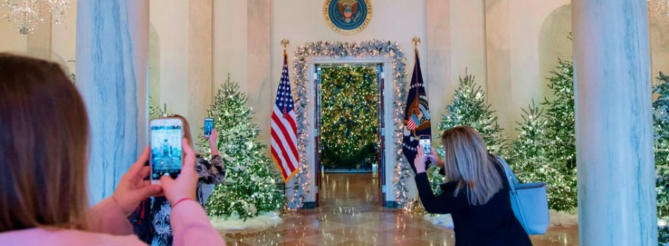 2017 White House Christmas Decorations in Pictures - Melania Trump - Best Interior Designers - Christmas 2017 - White House Christmas Tours 2017 ➤ Discover the season's newest designs and inspirations. Visit Best Interior Designers! #bestinteriordesigners #topinteriordesigners #ChristmasDecorations #Christmas2017 #WhiteHouseChristmas #MelaniaTrump @BestID 2017 white house christmas decorations 2017 White House Christmas Decorations in Pictures 2017 White House Christmas Decorations in Pictures Melania Trump Best Interior Designers Christmas 2017 White House Christmas Tours 2017