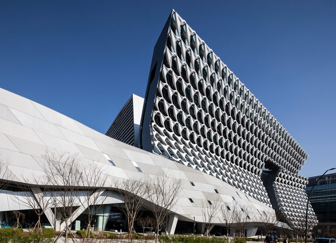 thom mayne Top Architects – Thom Mayne kolon headquarters morphosis architects jasmine park dezeen 2364 col 3