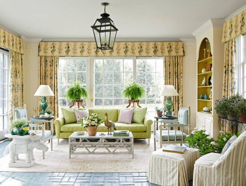 Classic Living Room Source: Brockschmidt & Coleman LLC brockschmidt Amazing Interior Design Projects by Brockschmidt & Coleman LLC Grandmillenial Sunroom